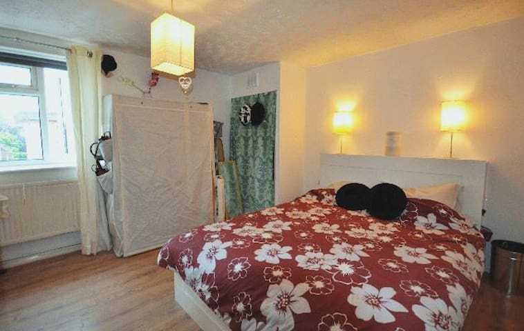 Spacious double room in Chiswick (W4) - Londres - Appartement