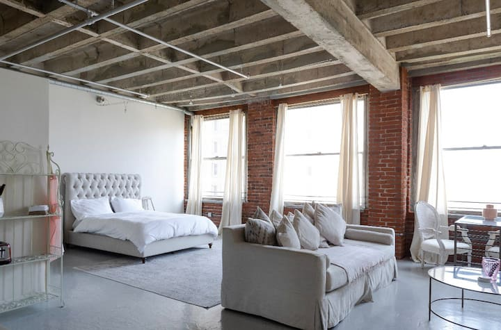 In the City of Angels - Premium Loft to Yourself!