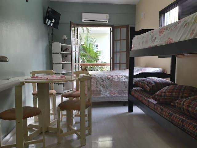Confortável flat bem perto do mar