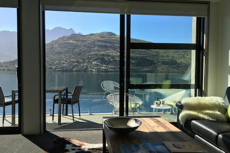 Luxury 1BR Apartment right by the Lake -brand new! - Queenstown