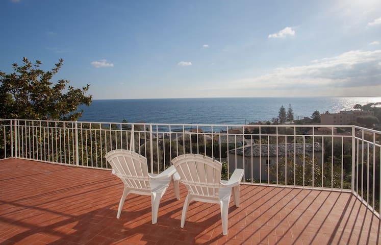Villa avec vue sur mer proche de Bastia - Santa-Maria-di-Lota - วิลล่า