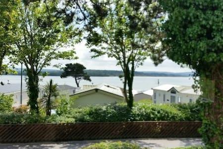Caravan overlooking sea sleeps 6 parking & garden - Poole
