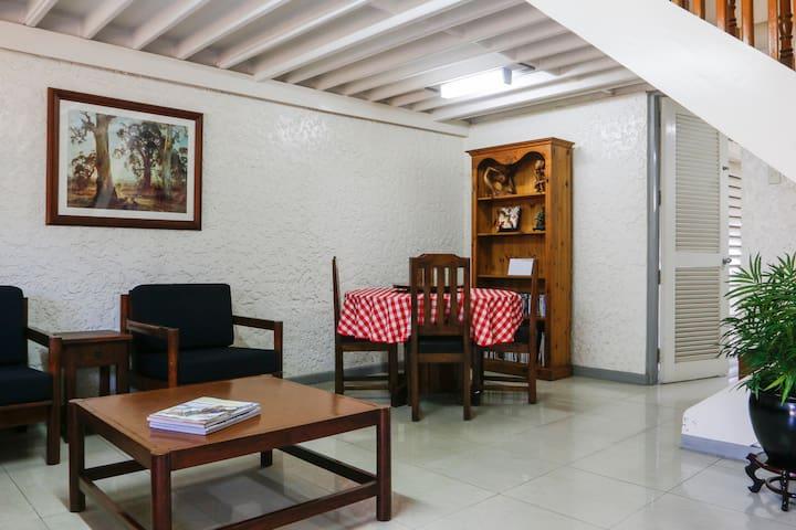 Vivaldi's Guesthouse - Los Baños - Hus