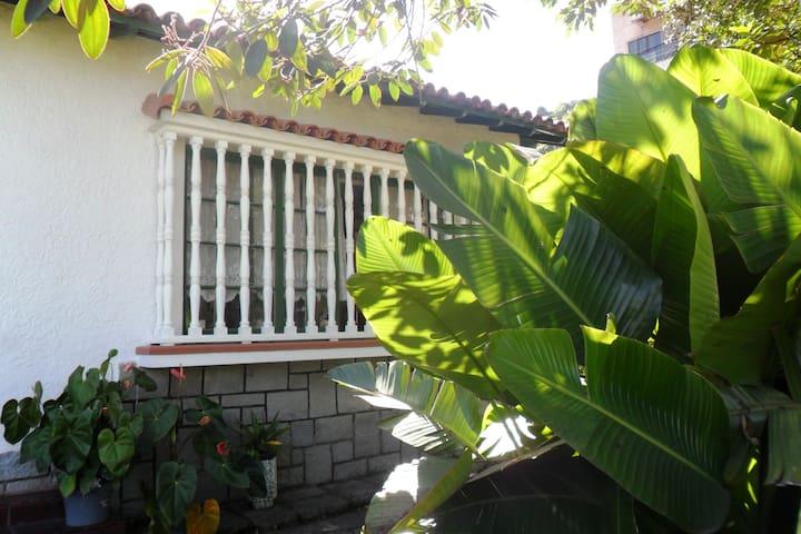 Casarão Central com Jardim e Pomar - テレゾポリス - 一軒家