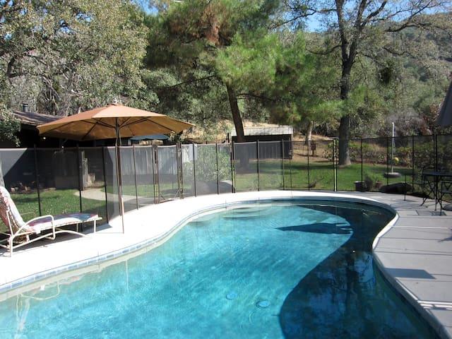 Elegant Architectural Cabin w/Pool - Springville - Casa