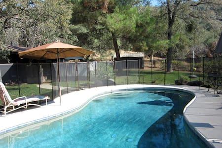 Elegant Architectural Cabin w/Pool - สปริงวิลล์ - บ้าน
