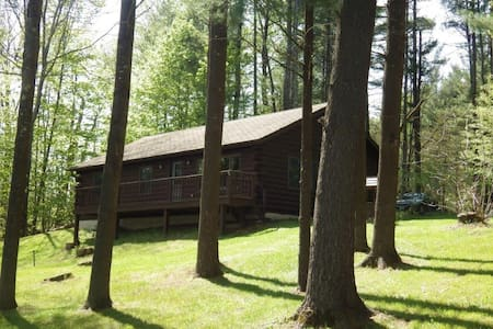 Charming 3BR Lakefront Cottage - Newport - Hytte
