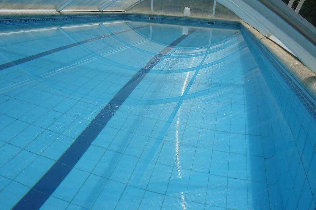 piscina cubierta privada para uso exclusivo de la casa