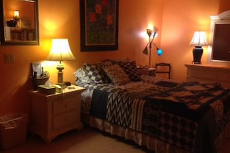 """Melon room"" Lg. BR w/shared bath- - Omaha - Haus"