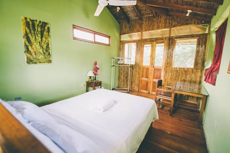 Mombacho Room, Casa del Poeta. - Bed & Breakfast