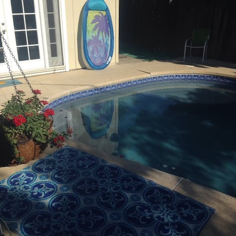 3 bedroom home with pool - Carmichael