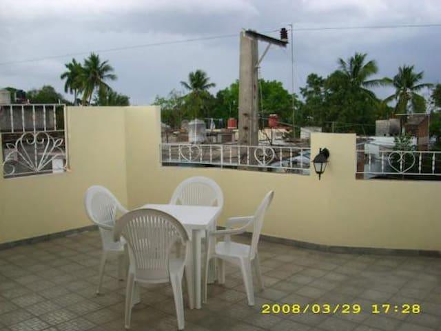 BAY-2.1 Arturo & Esmeralda - Bayamo - บ้าน