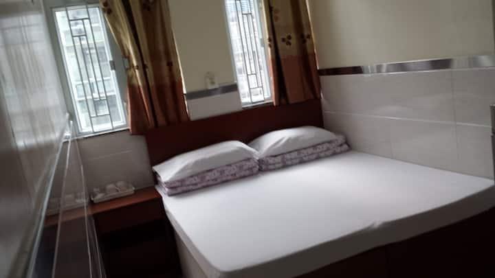 交通非常方便一室一卫双人床. 入住2人
