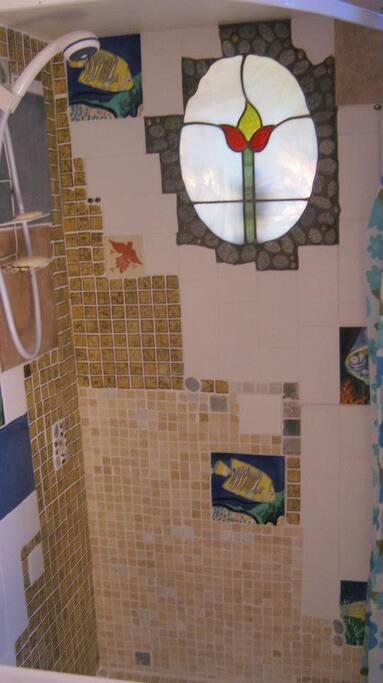 Gaudi-esc shower