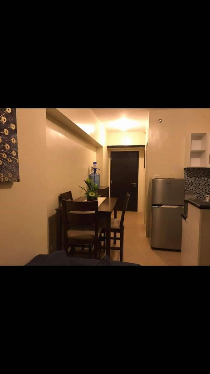 Furnished Studio Condo within Business Triangle