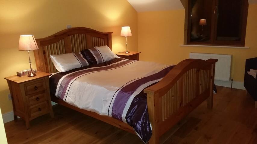 #1 Lotties Villa, EnsuiteDoubleRoom,SelfCatering - Galway loughrea