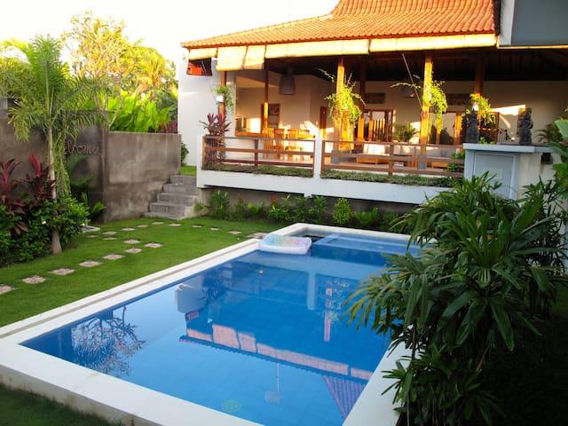 Cozy vila JUNGLE JOGLO,3br, pool, big garden