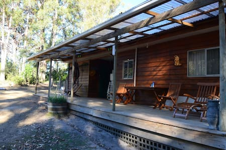 Bluegum Hostel Budget Double Room - Eaglehawk Neck