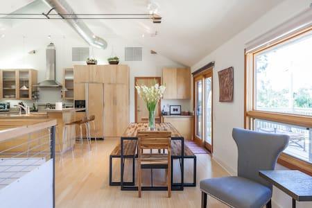 Peaceful Modern Retreat Home - 一軒家