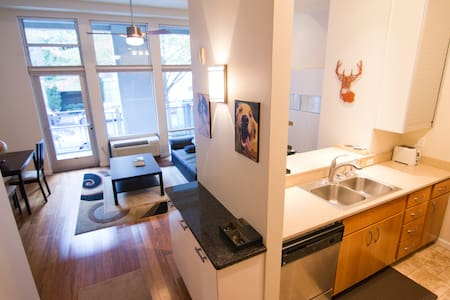 Spacious 1BR in the Heart of the Pearl - Portland - Condominium