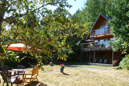 """The Cottage"" Peaceful and Private - Pender Island"