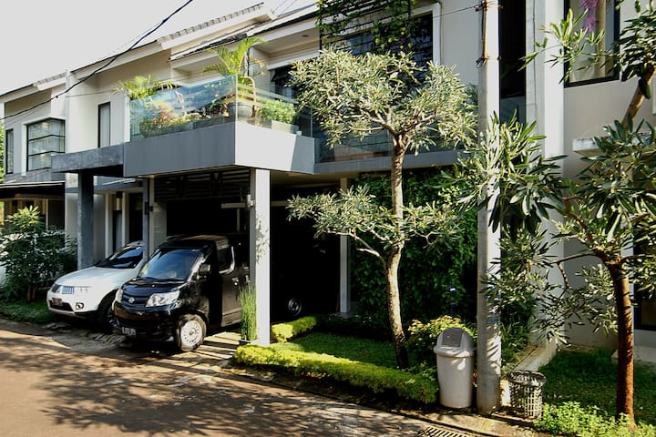 Valeria Exclusive Guesthouse - Depok - House