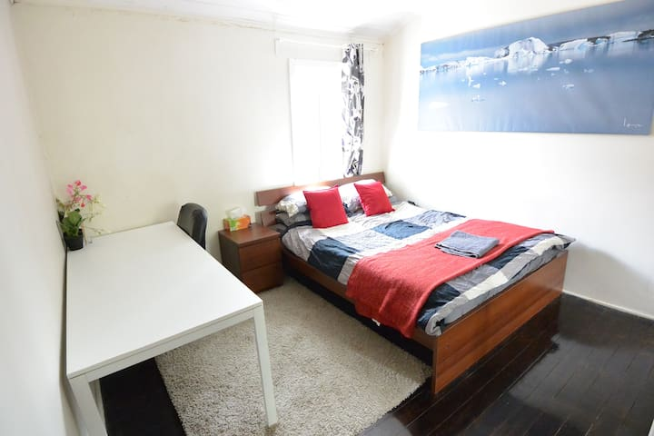 Huge Master Bedroom Central Sydney! - Darlinghurst - Casa
