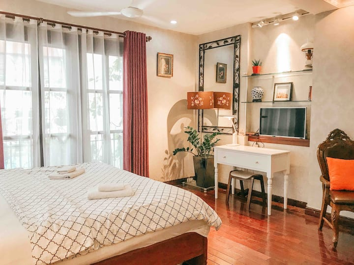 Charming Sunny Studio in Center of French Quarter