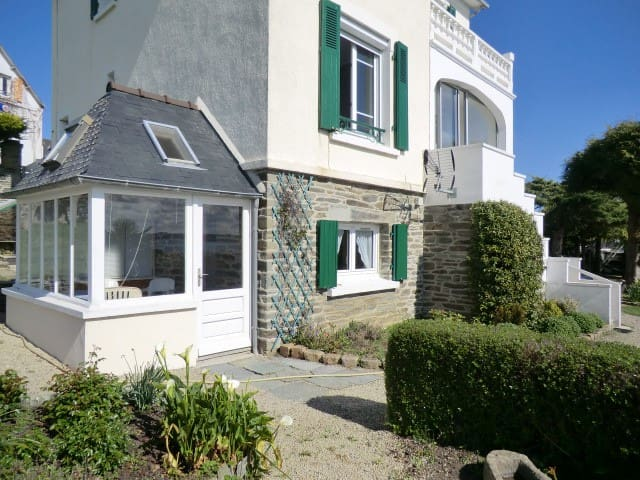 Appartement face mer.  Centre bourg de Locquirec