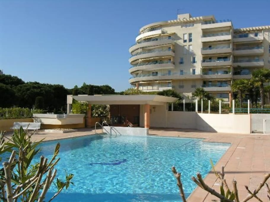 terrasse piscine a frejus plage appartements louer fr jus paca france. Black Bedroom Furniture Sets. Home Design Ideas