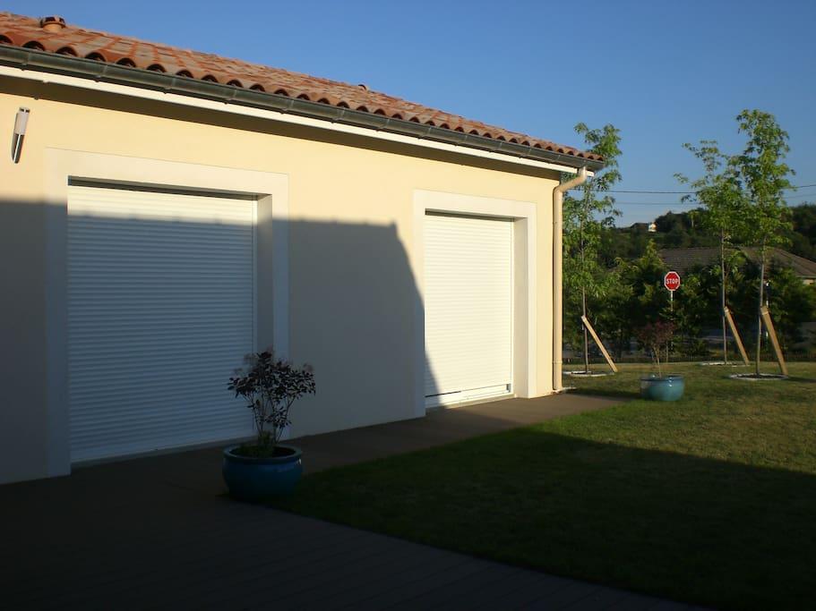 Votre chambre avec baie vitrée et accès direct à la terrasse