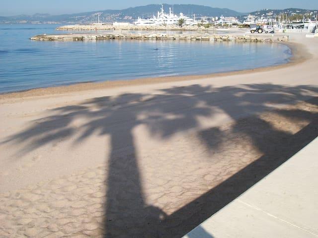 Cannes- Spiaggia a 200 metri .