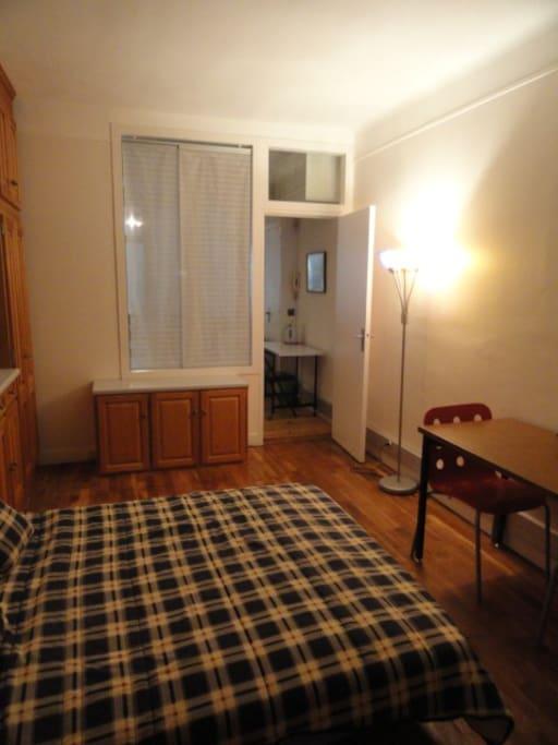 collocation d 39 une chambre 18m appartements louer paris le de france france. Black Bedroom Furniture Sets. Home Design Ideas
