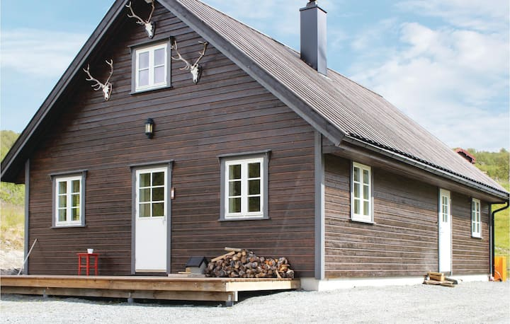 Nice home in Borgund with Sauna and 4 Bedrooms