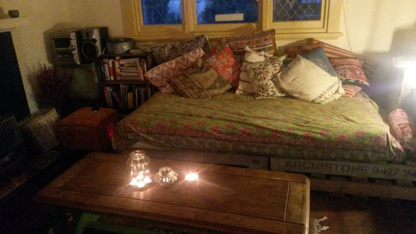 Low Price charming town house - Beaconsfield - House
