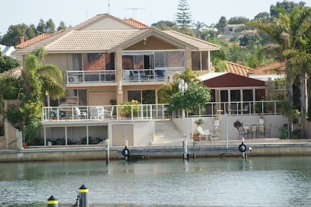 Luxury Mandurah Waterfront Accommodation
