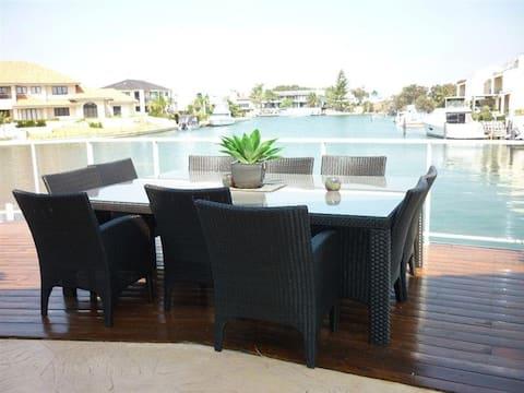 Luxury Mandurah Waterfront Accommodation