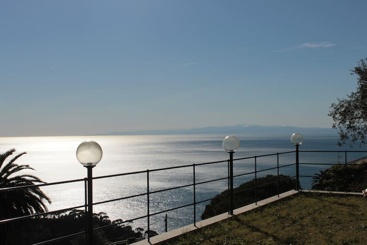 Villa Camilla: room and breakfast - Camogli - Casa