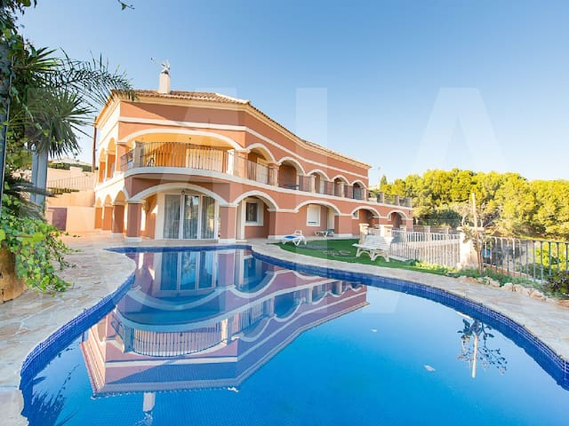 Magnificent 6 Bed, 3 Lounge, 4 Bath Private Pool - Busot - Talo