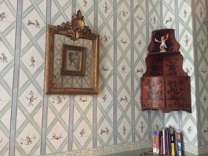 ***** 18th century Pompadour Suite