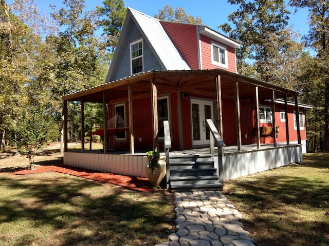 Charming Country Cottage - 2 bed 2 bath