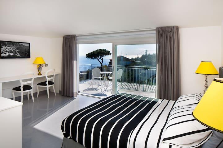 B&B COLARUSSO - VENERDI' ROOM - Sant'Agata sui due golfi - Bed & Breakfast