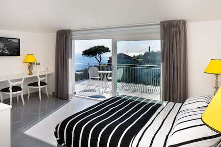 B&B COLARUSSO - VENERDI' ROOM - Sant'Agata sui due golfi - Bed & Breakfast