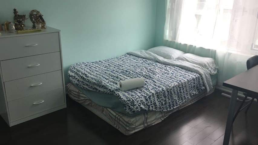 Beautiful private bedroom and bath - Markham - Apto. en complejo residencial