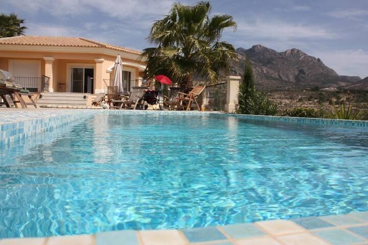 Luxury Contemporary Villa Sleeps 10