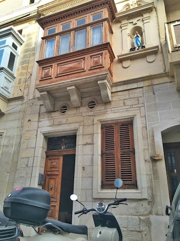 Private room in Sliema townhouse - Tas-Sliema - House