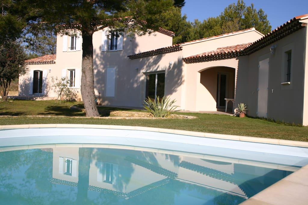 villa de standing avec parc arbor houses for rent in l 39 isle sur la sorgue provence alpes. Black Bedroom Furniture Sets. Home Design Ideas