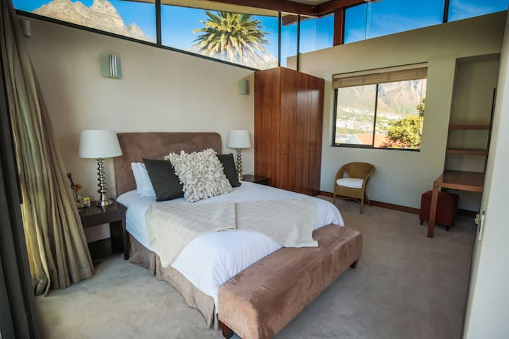 Second bedroom with Table Mountain backdrop
