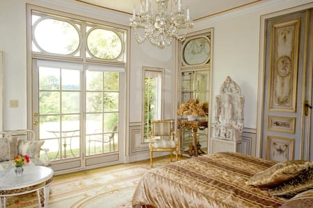 Enchanting and Romantic French Room, Chateau Room