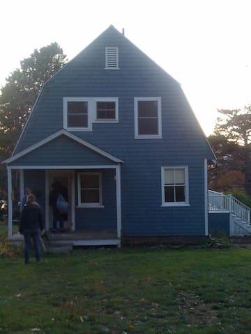 Classic Island Cottage  - Portland - Cabane